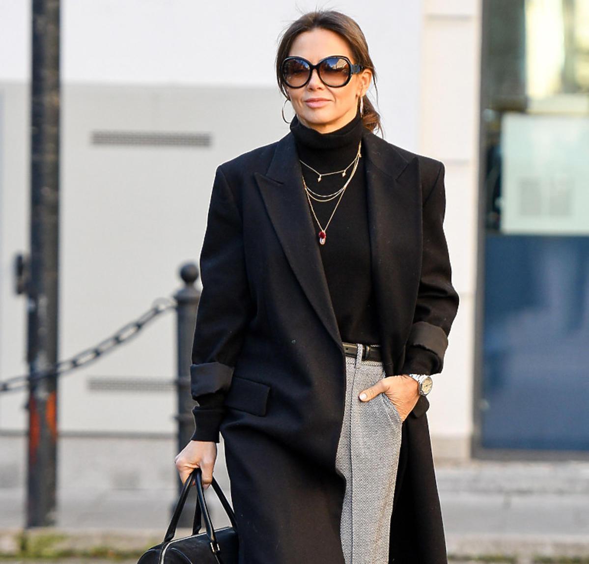 Kinga Rusin wybrała najmodniejsze spodnie na wiosnę 2020. To nie jeansy, a ten fason już teraz rządzi!
