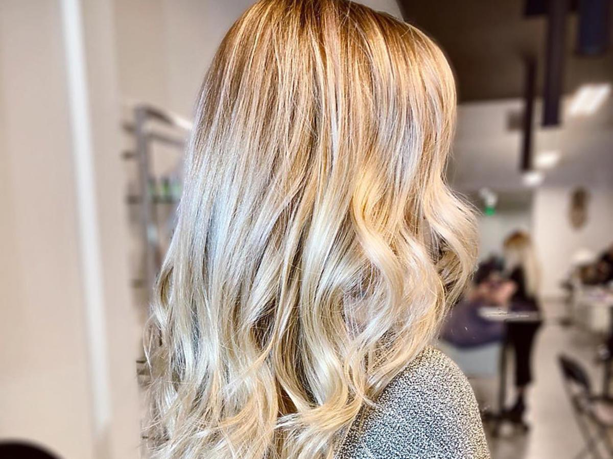 Light Ash Blonde - ta koloryzacja będzie największym hitem po wakacjach