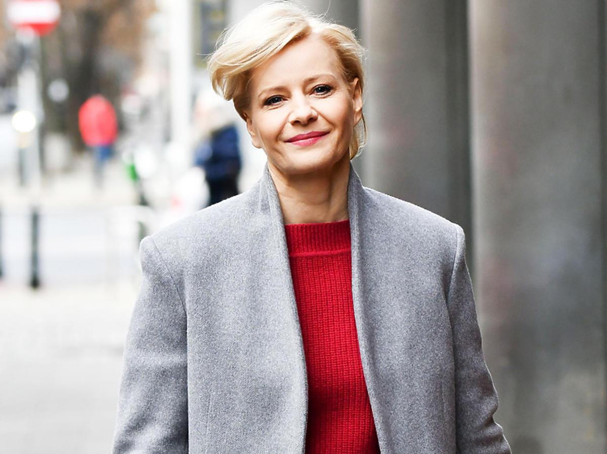 Małgorzata Kożuchowska w szarym płaszczu na wiosnę 2020