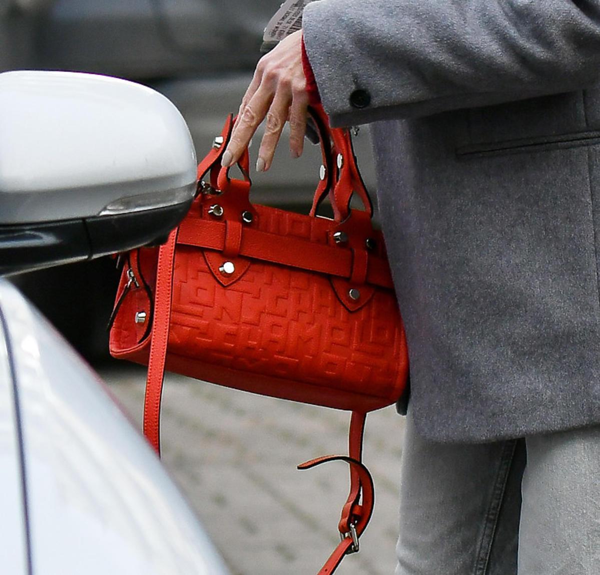 Małgorzata Kożuchowska z czerwoną torebką Longchamp