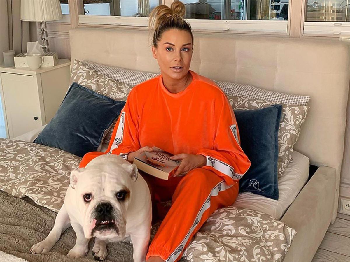Małgorzata Rozenek w pomarańczowym dresie