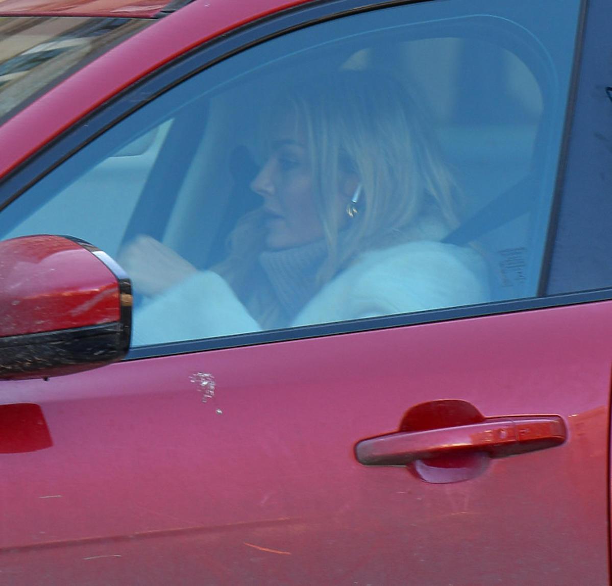 Małgorzata Socha w samochodzie