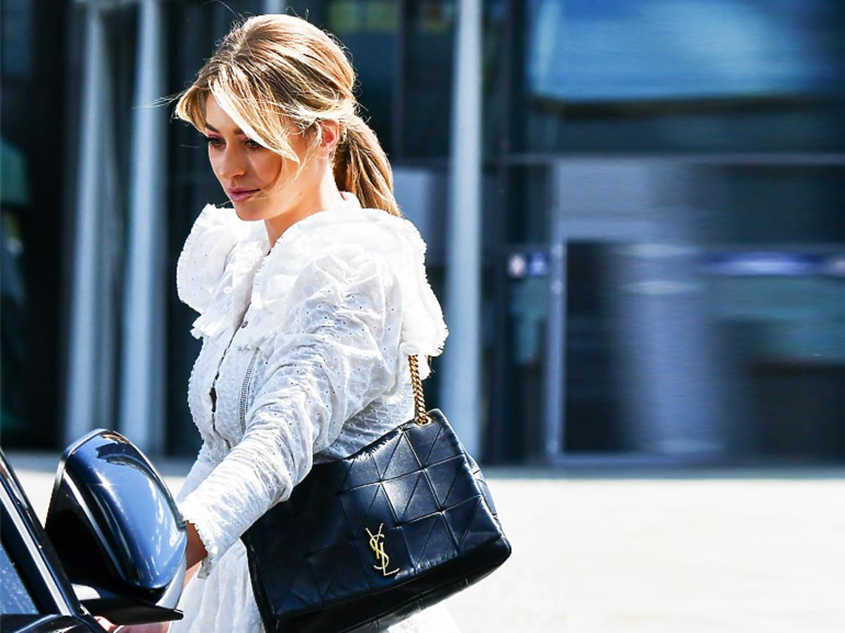 Marcelina Zawadzka w białej boho sukience. Połączyła ją z hitowymi butami i torebkąSaint Laurent