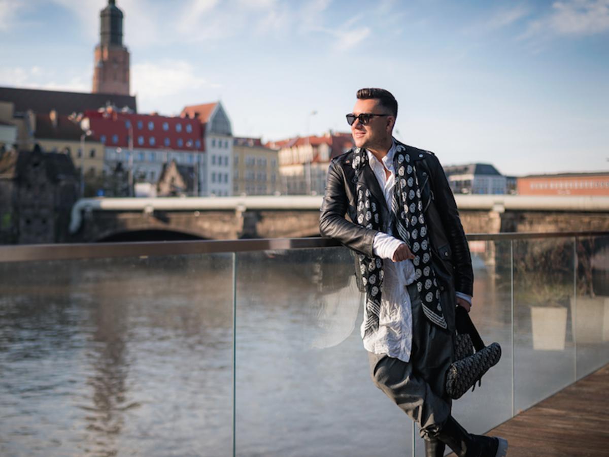 #modanawroclaw - Influencer @Lukebook.pl w stylowej sesji zachęca do odwiedzin Wrocławia