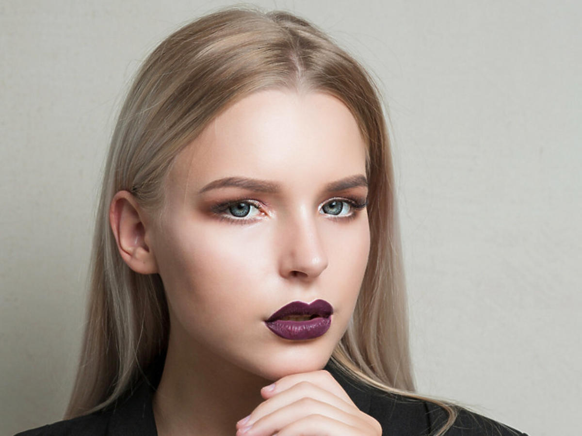 Modne kolory włosów 2021. Coconut blonde to nowa hitowa koloryzacja