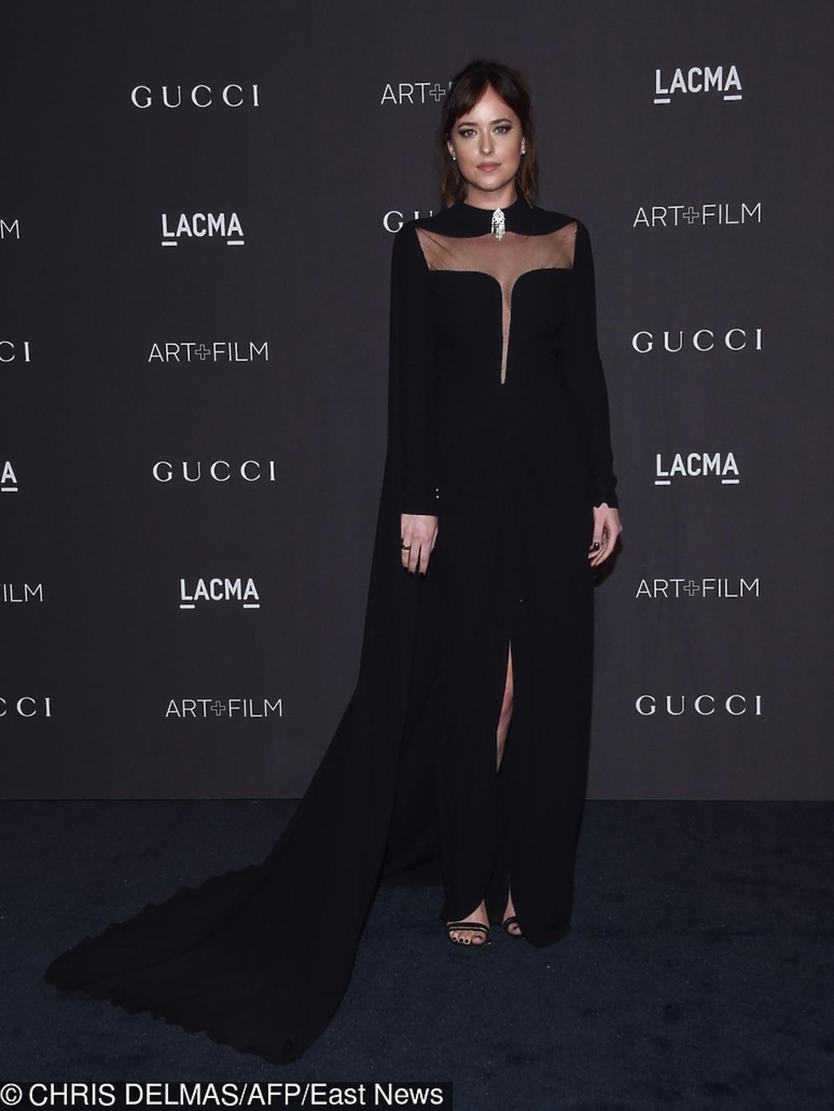 Mroczna Dakota Johnson w czarnej sukience. Widać, że jest w ciąży?
