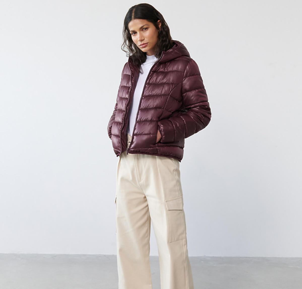 Pikowana bordowa kurtka z kapturem