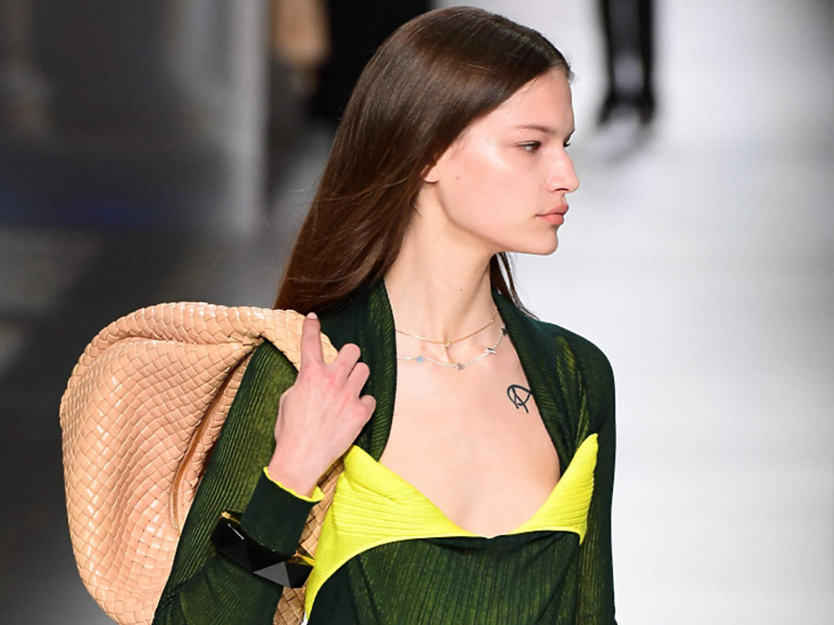 Plecione torebki na jesień/zimę 2020, pokaz Bottega Veneta