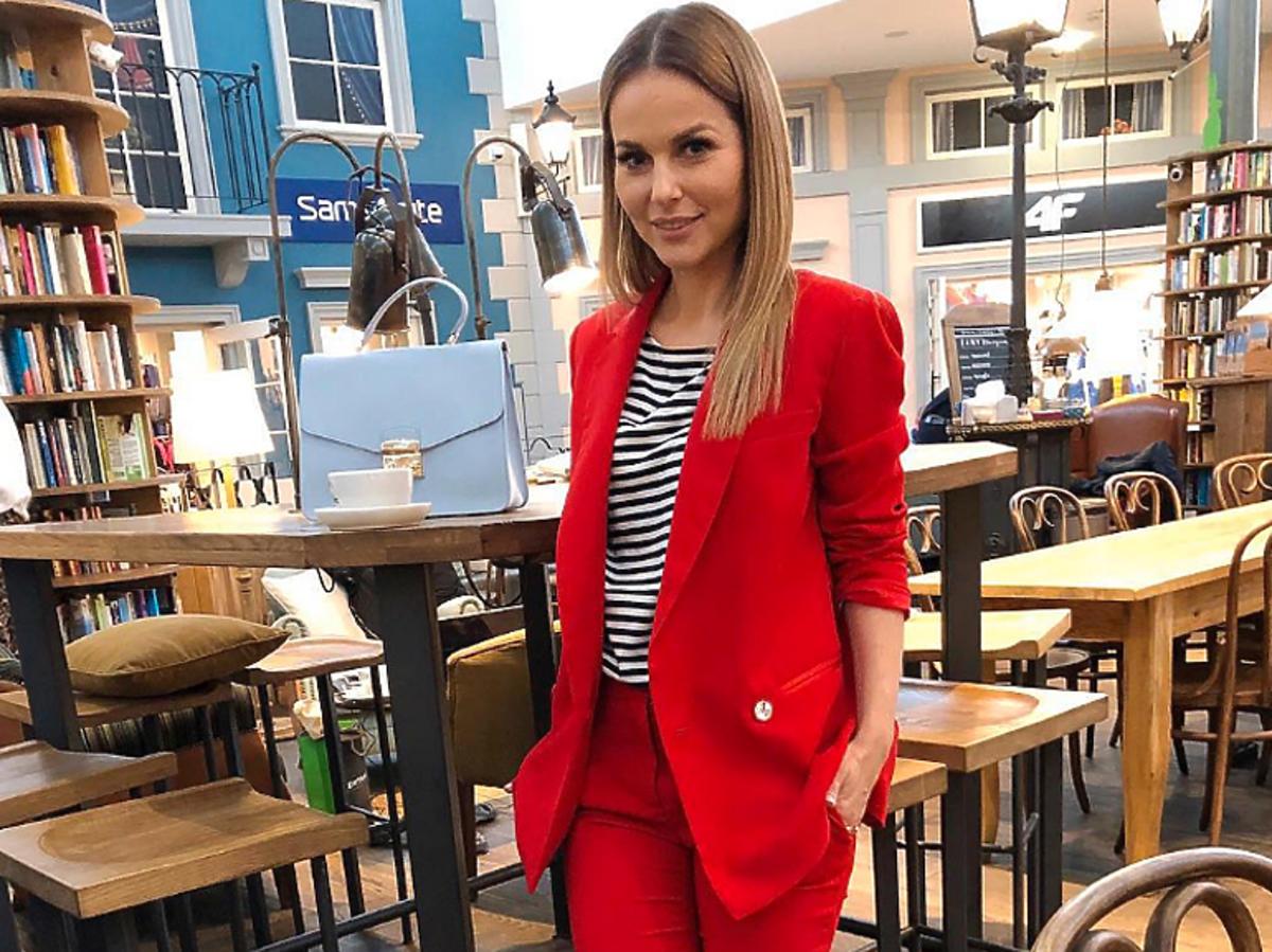 Paulina Sykut Jeżyna w czerwonym garniturze