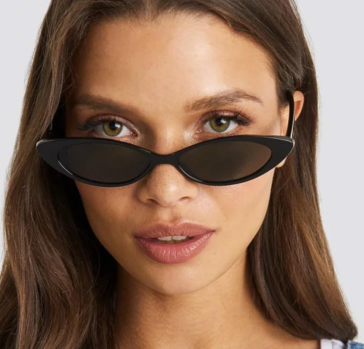 Slim Eye Cat Sunglasses Julia Wieniawa x NA-KD, Czarny