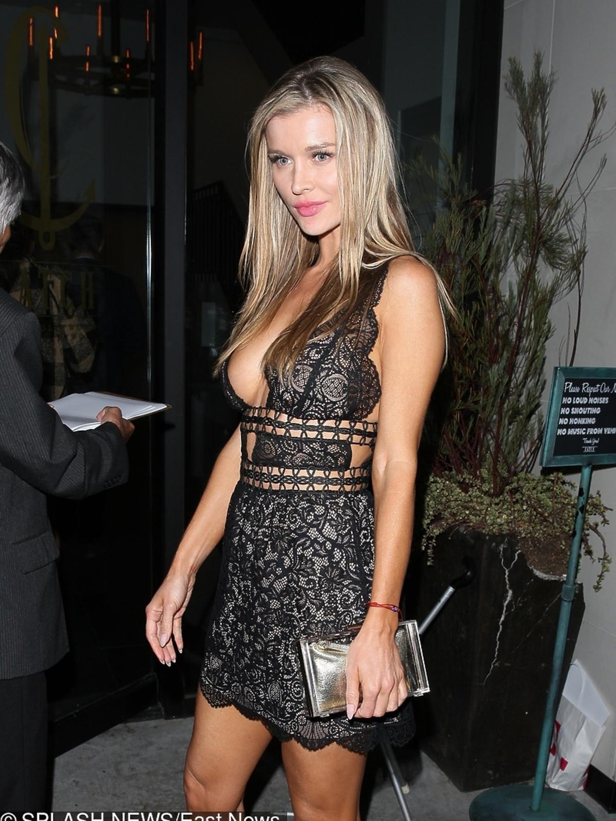 Joanna Krupa w czarnej odważnej sukience na imprezie Hollywood Rocks magazynu Star