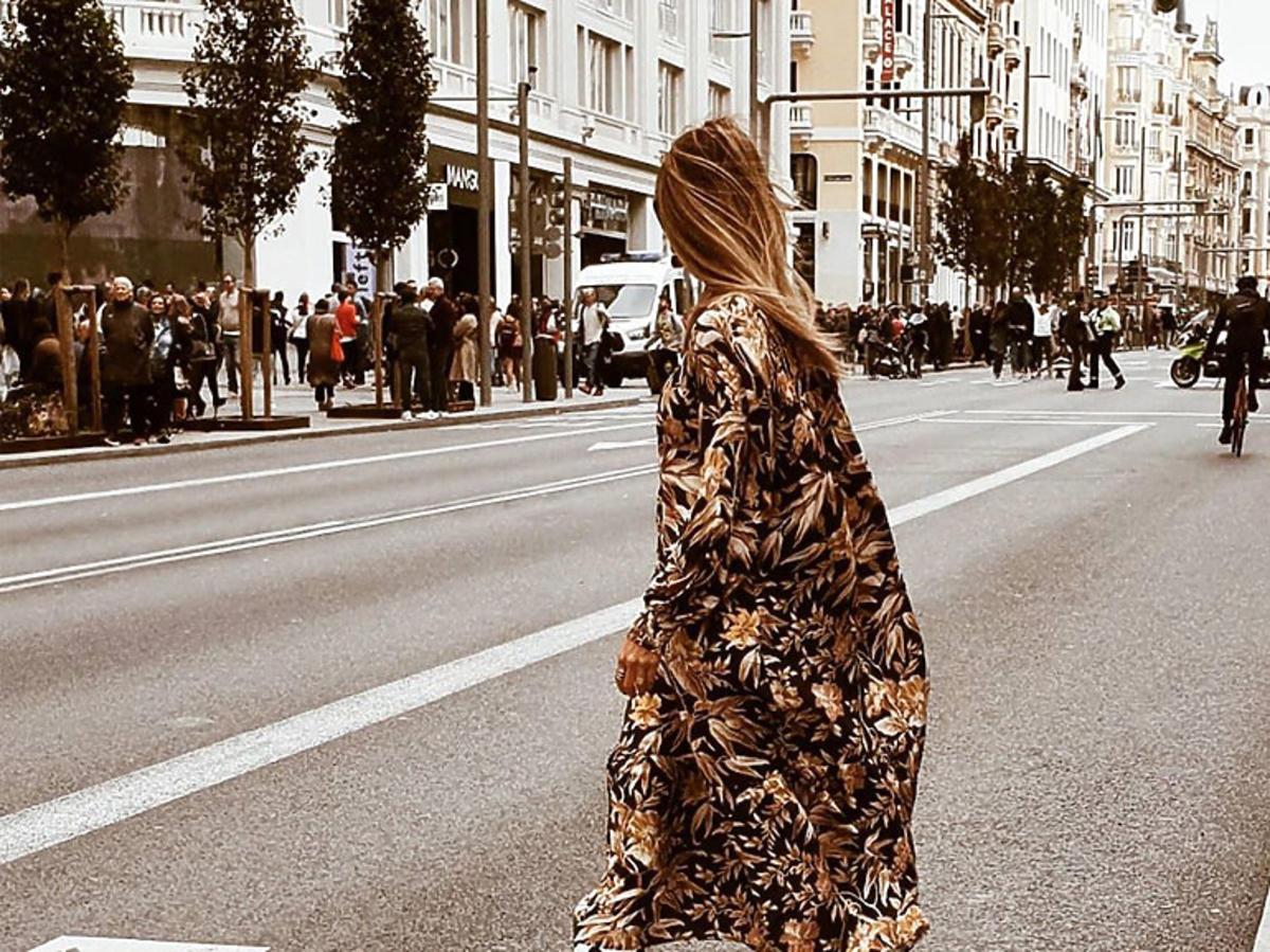 Trendy lato 2020. W tych sukienkach maxi z H&M, Zara, Reserved przechodzisz całe wakacje!