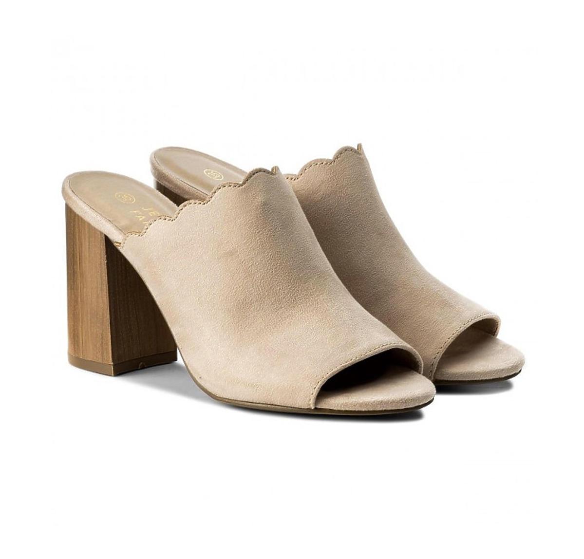 Wyprzedaże lato 2020. Te buty z CCC za 55 złotych wydłużają optycznie nogi i są ultrawygodne!