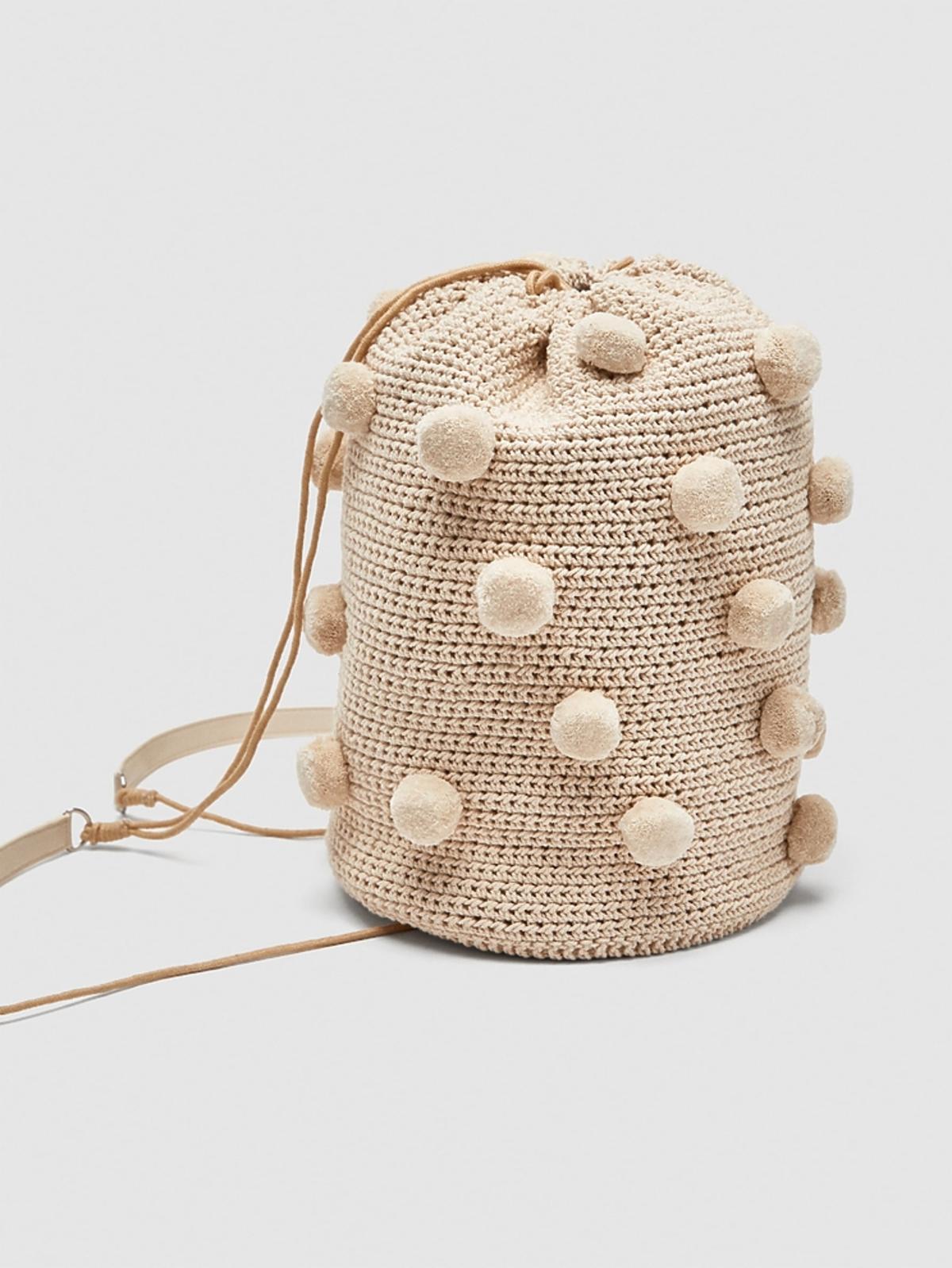 Zara, plecak-worek z pomponikami, 89,99 zł