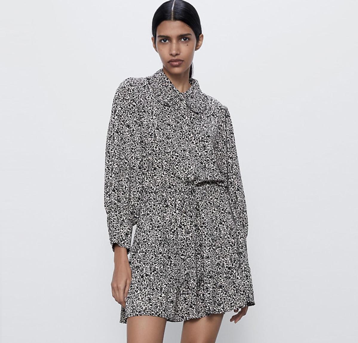Zara, sukienka z bufiastymi rękawami, 139 zł