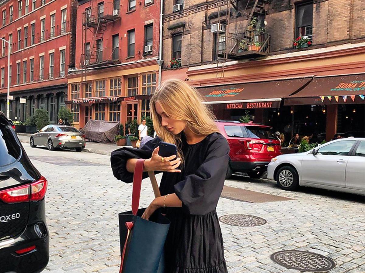 Zara wyprzedaje hitową sukienkę z Instagrama!
