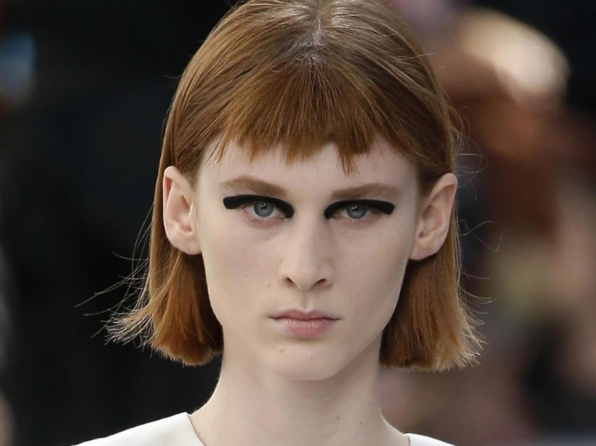 Modna koloryzacja na wiosnę 2019 - rude włosy, Dries Van Noten