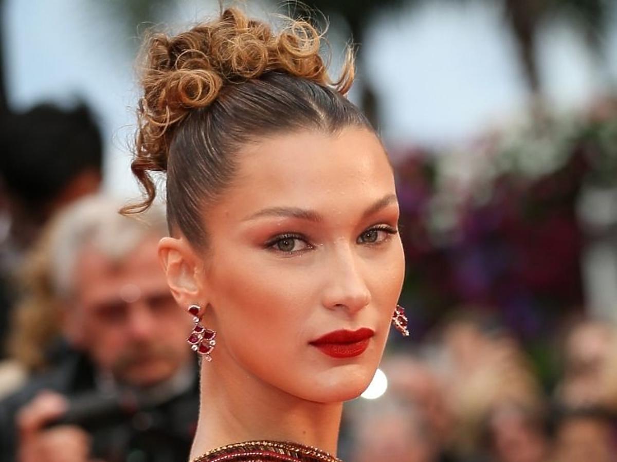 Najpiękniejsze fryzur Festiwalu Filmowego w Cannes 2019: Bella Hadid