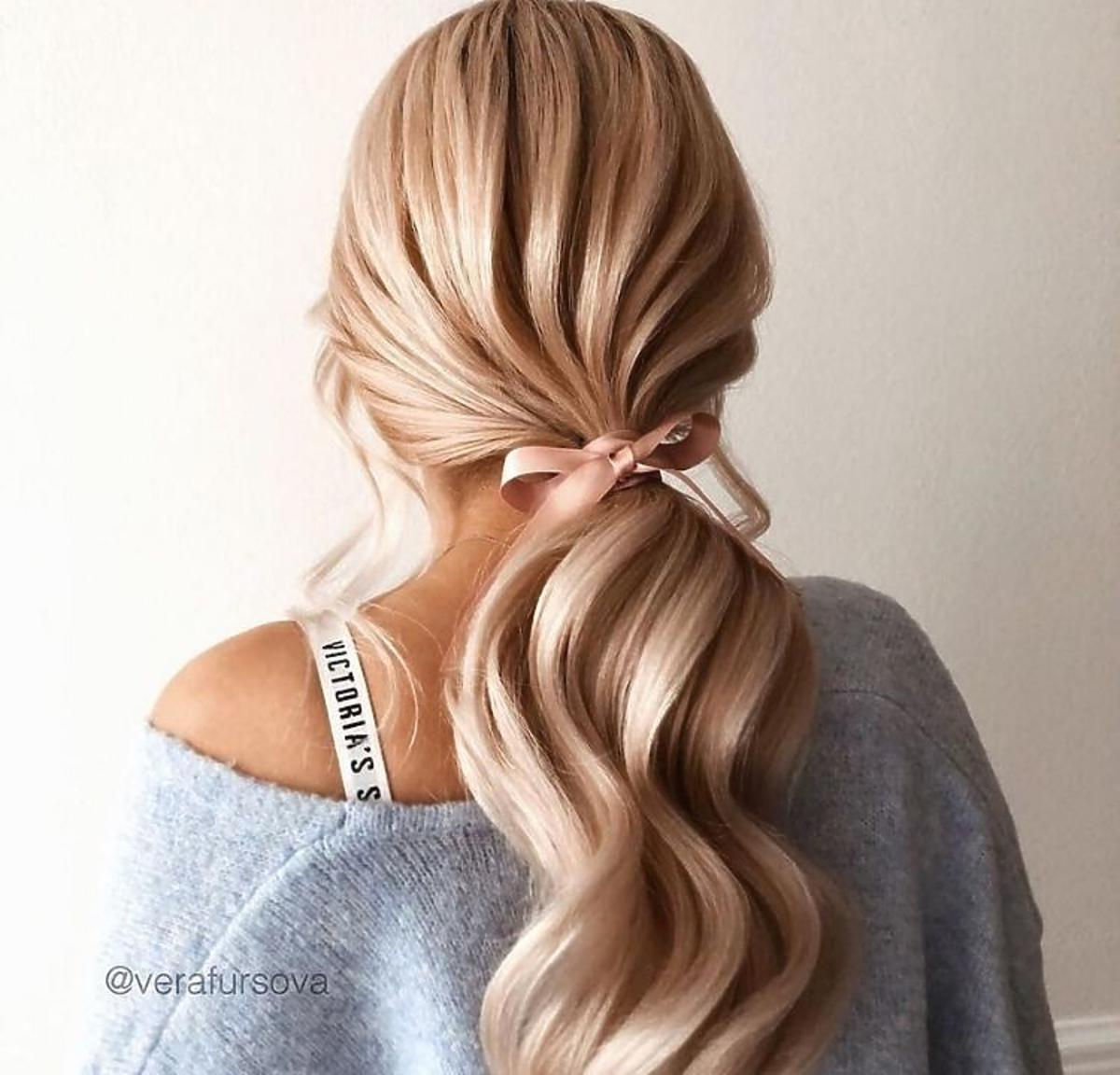 Te fryzury dla długich włosów na 2020 rok  są hitem Instagrama /instahairhq