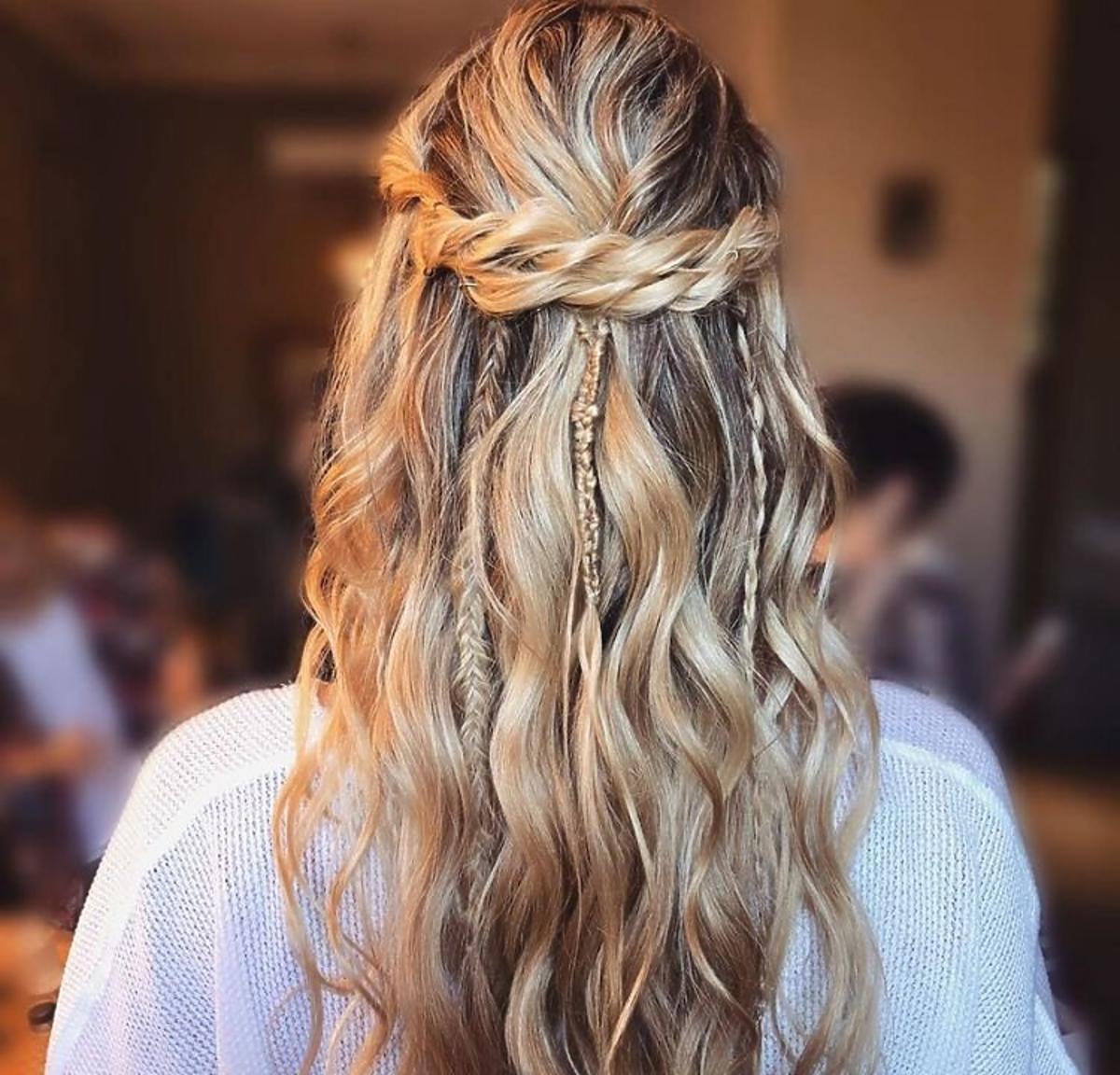 Te fryzury dla długich włosów na 2020 rok  są hitem Instagrama /natiblattmakeup