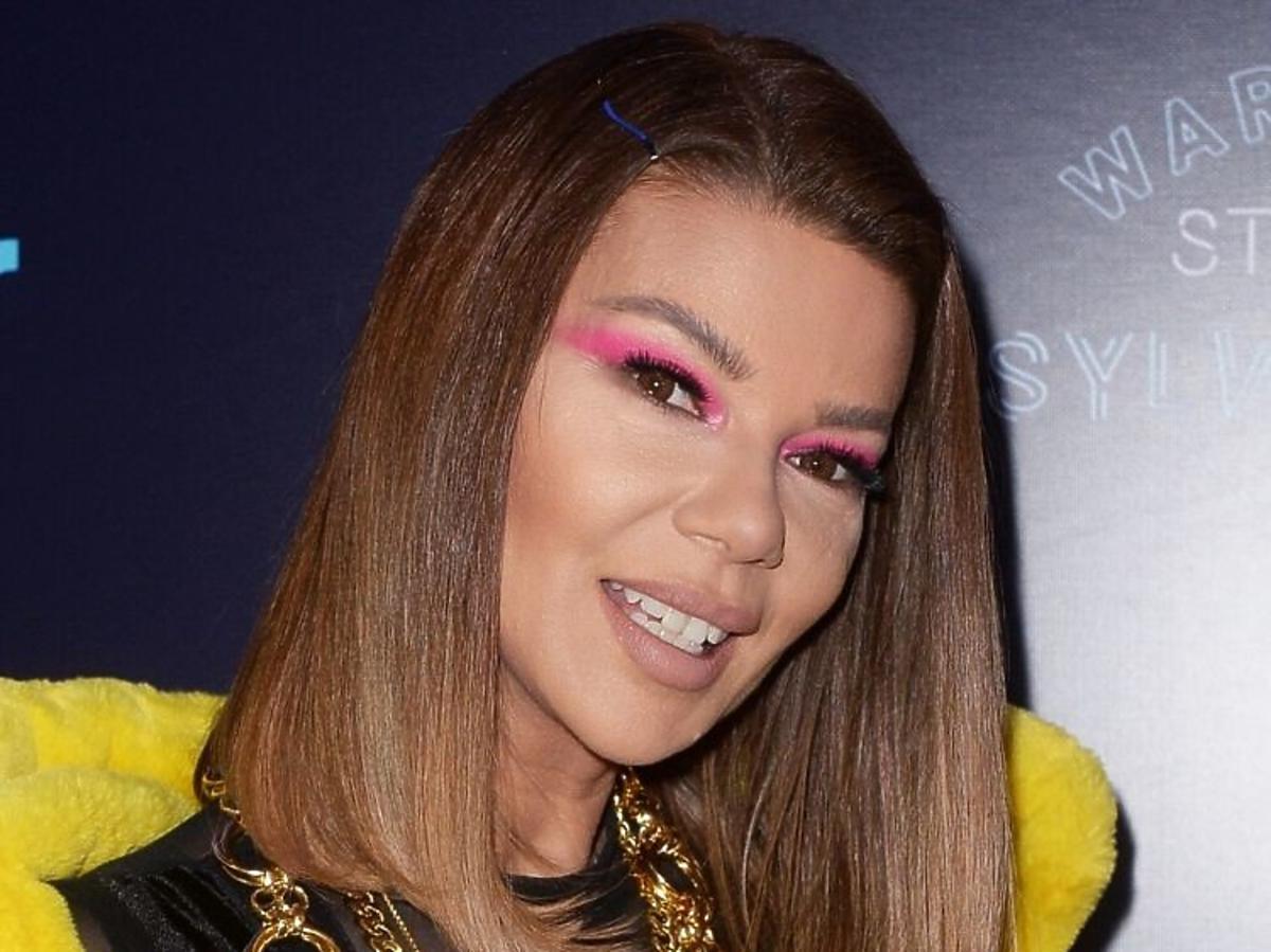 Trendy 2020: modne fryzury z półdługich włosów /Edyta Górniak