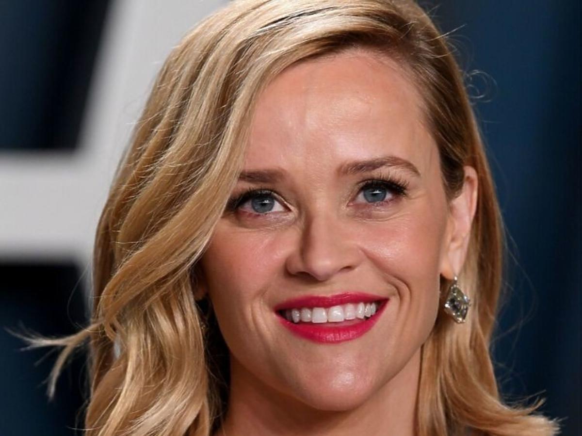 Trendy 2020: modne fryzury z półdługich włosów /Reese Witherspoon