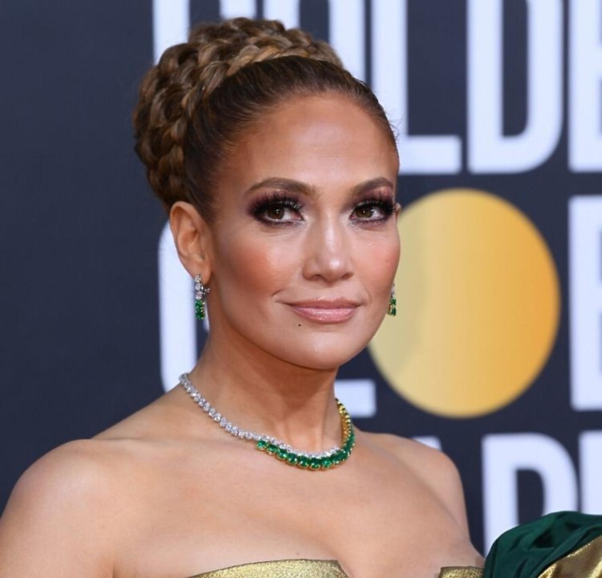Trendy 2020: te fryzury ślubne nie są już modne! /Jenifer Lopez