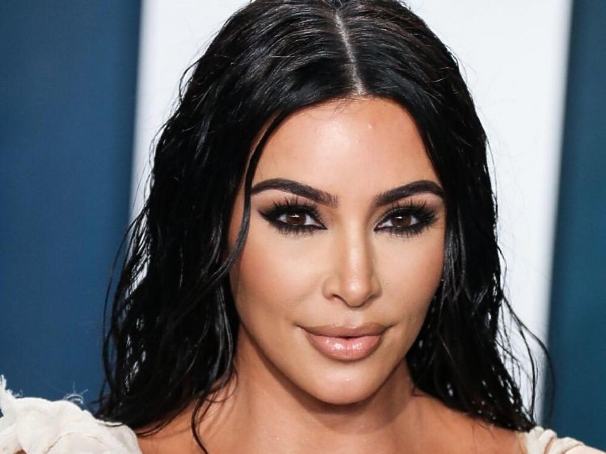 Trendy 2020: te fryzury ślubne nie są już modne! /Kim Kardashian