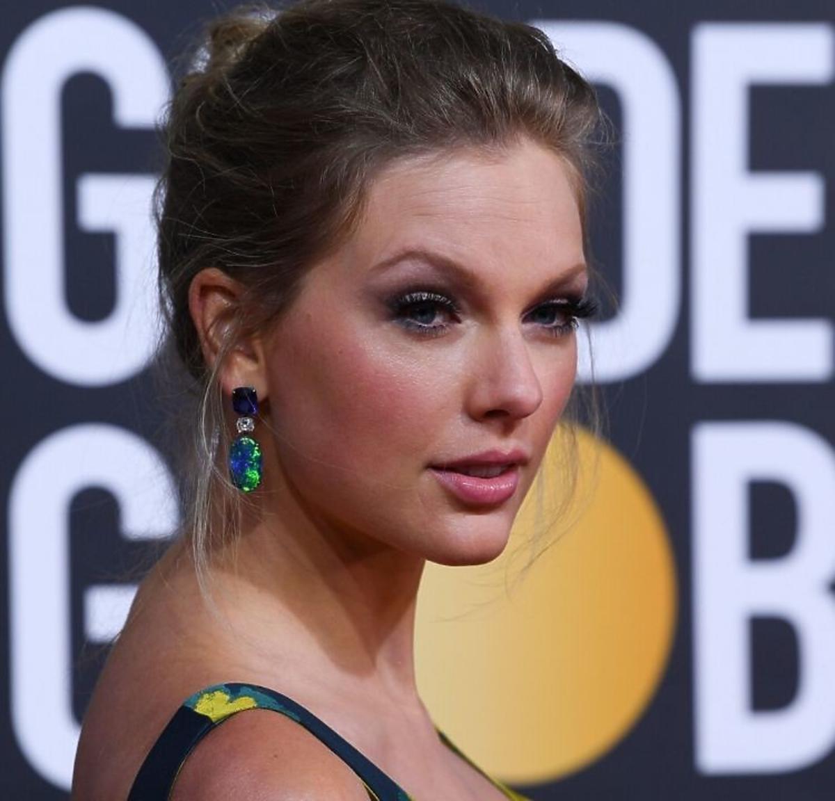 Trendy 2020: te fryzury ślubne nie są już modne! /Taylor Swift