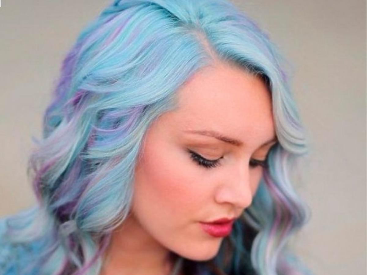 Trendy we fryzurach na lato 2019: pastelowe włosy