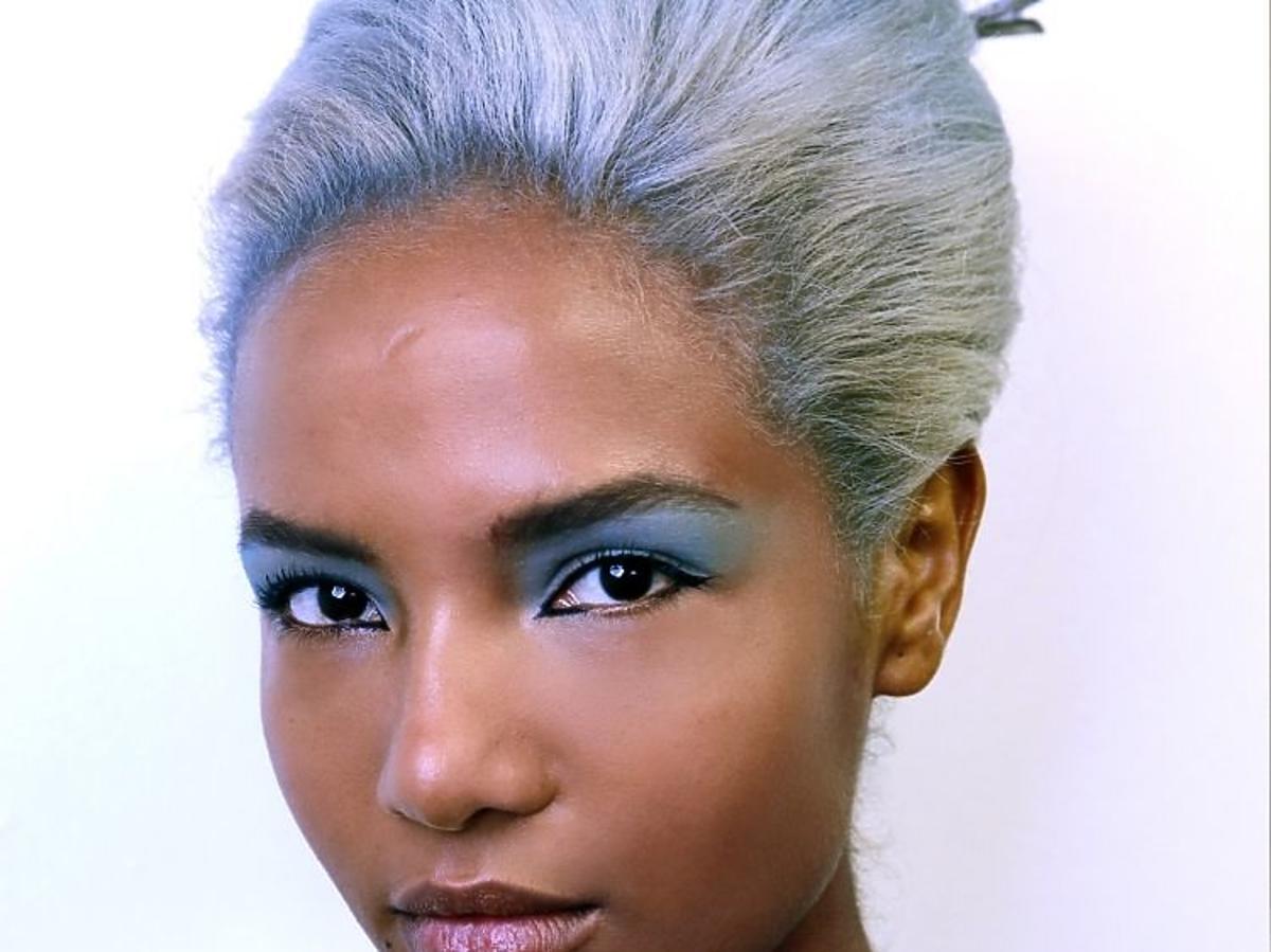 Trendy we fryzurach na lato 2019: pastelowe włosy /Marc Jacobs