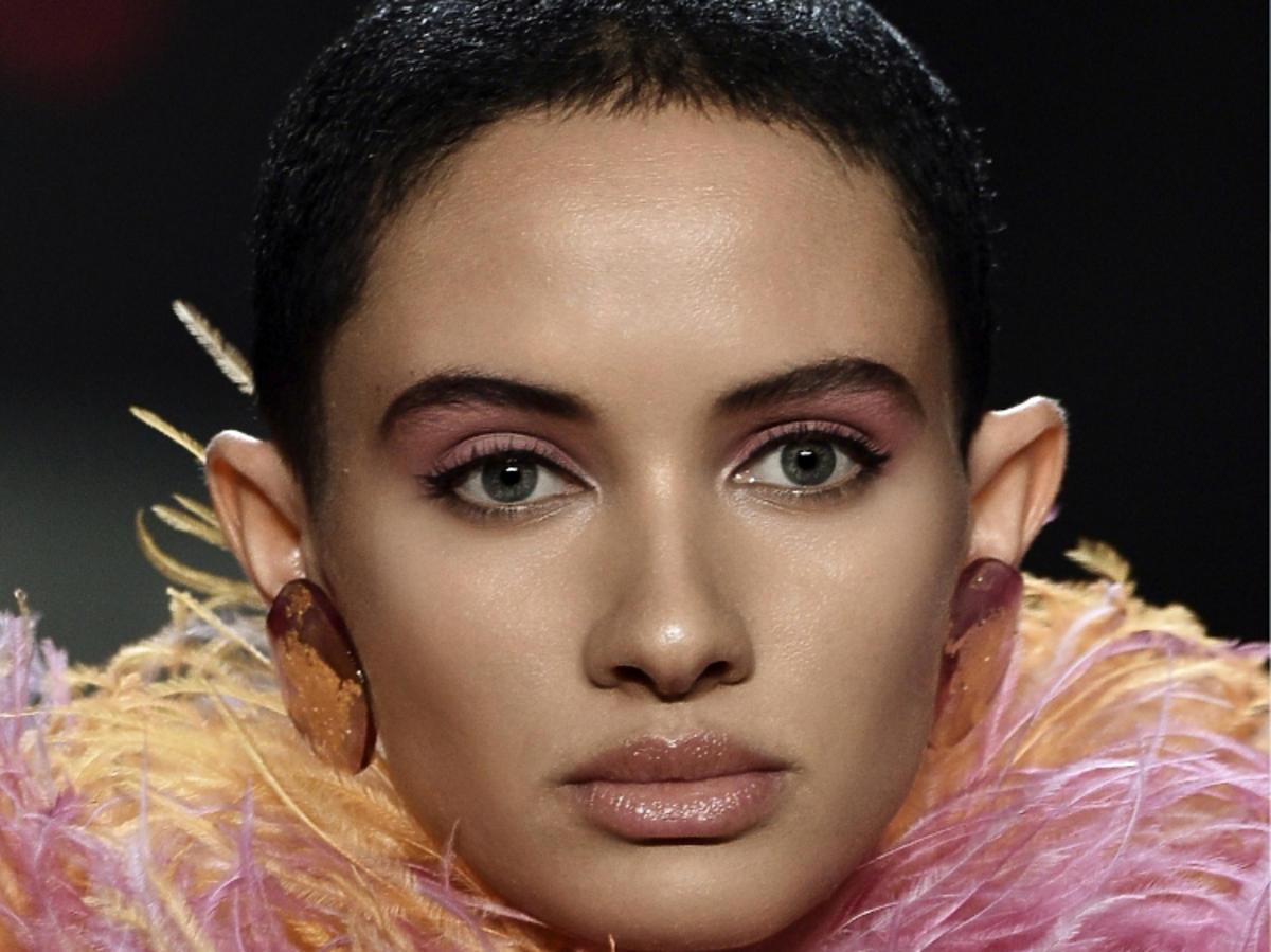 Trendy we fryzurach na wiosnę 2019: krótkie włosy, pixie/Marc Jacobs