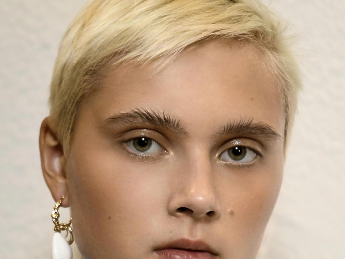 Trendy we fryzurach na wiosnę 2019: krótkie włosy, pixie/Sportmax