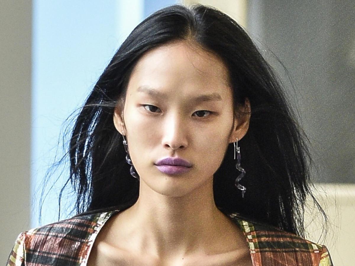 Makijaż na wiosnę 2019: fioletowe usta.  Maryam Nassir Zadeh