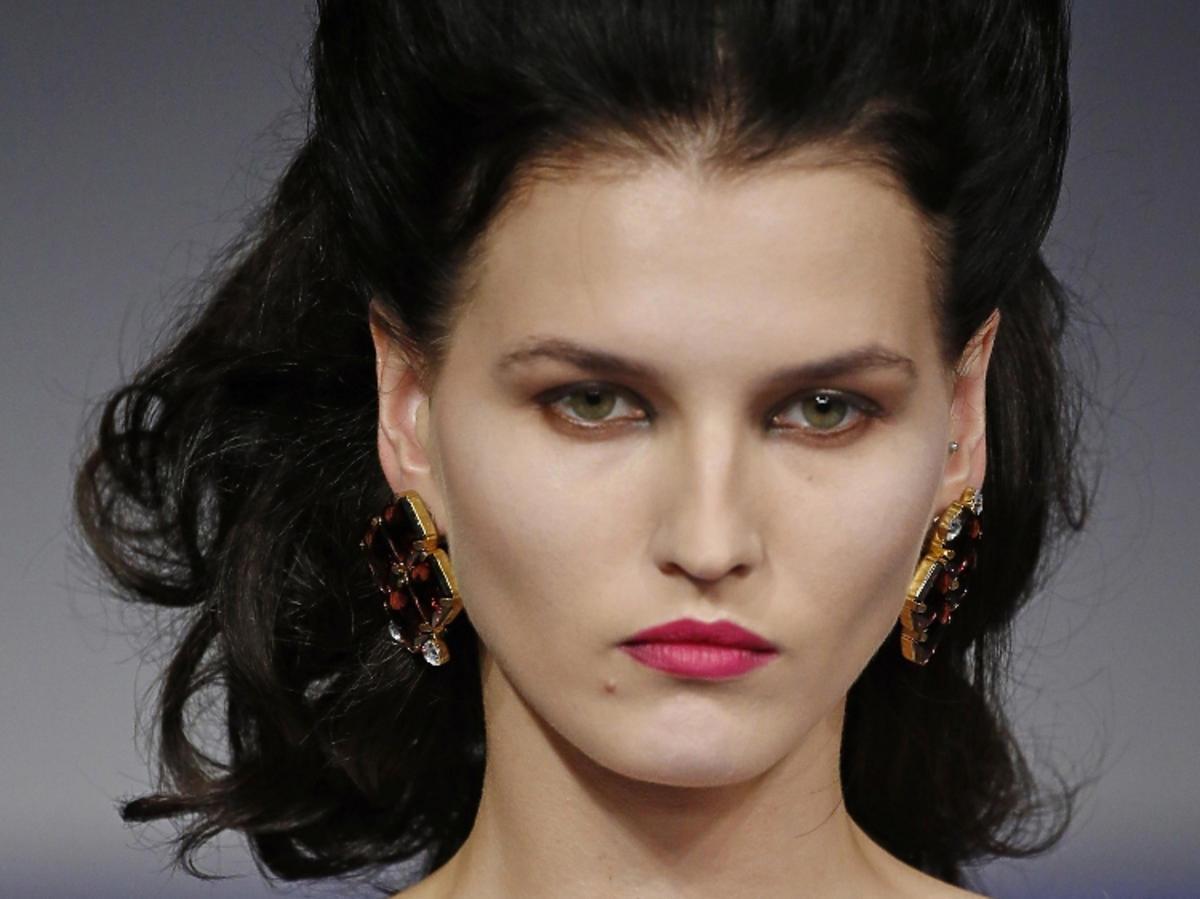 Makijaż na wiosnę 2019: fioletowe usta.  Richard Quinn