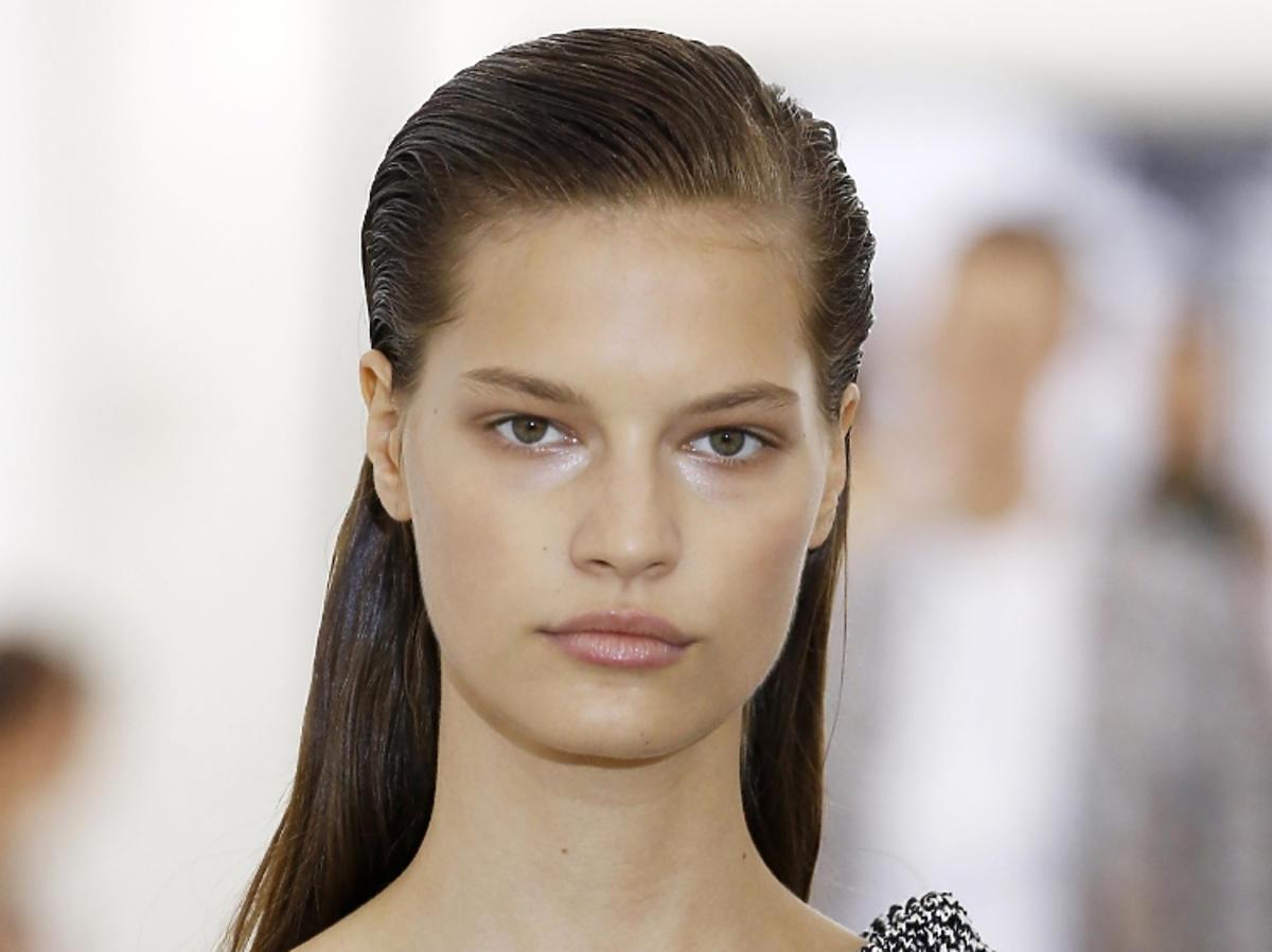 Fryzury na wiosnę 2019: wet look, Victoria Beckham