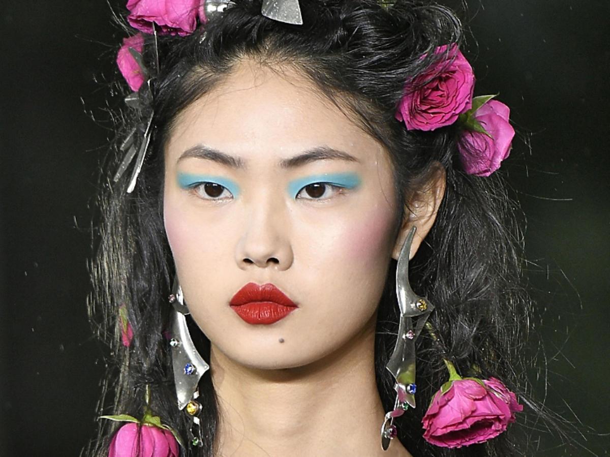 Makijaż na wiosnę 2019: kolory lata, Rodarte