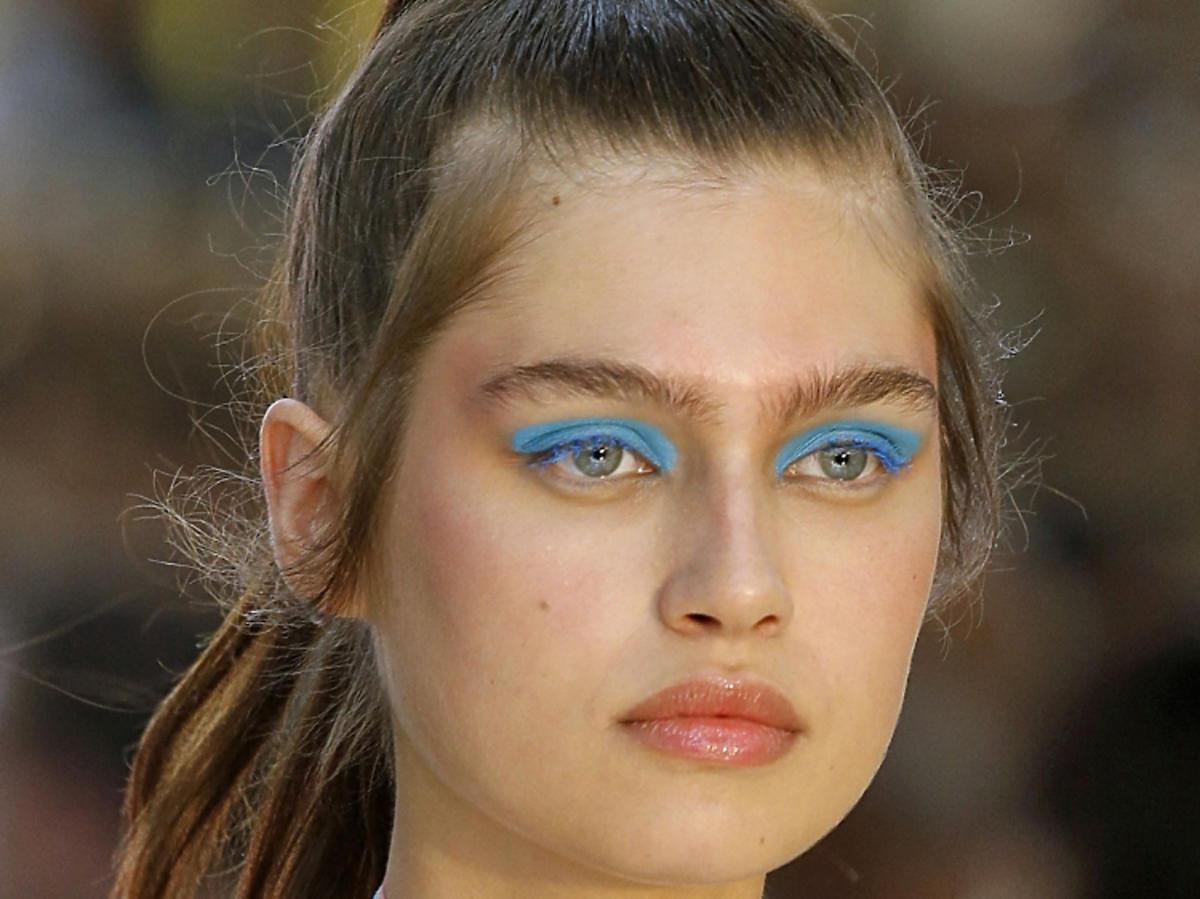 Makijaż na wiosnę 2019: neonowe powieki, Byblos