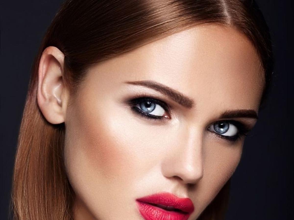 Makijaż z mocno podkreślonymi rzęsami