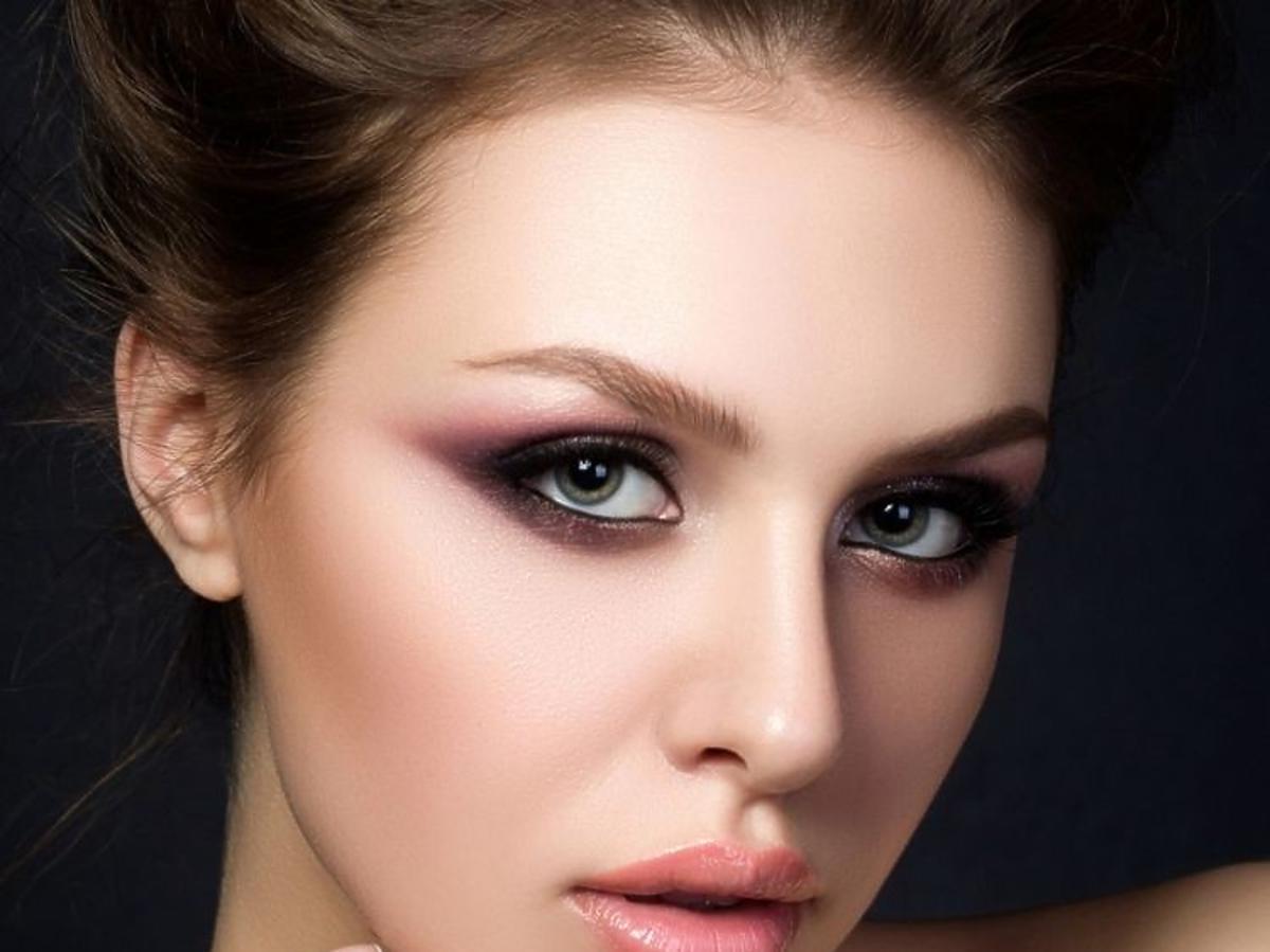 Makijaż ze świetlistym podkładem