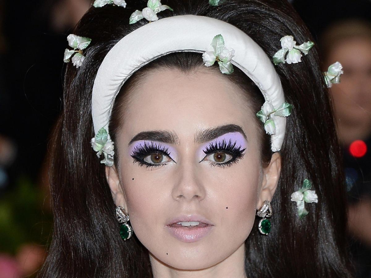 Met Gala 2019 - makijaże: Lilly Collins