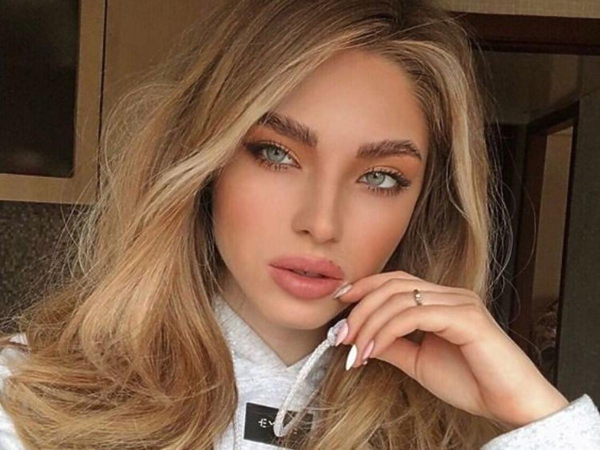 Naturalny makijaż z podkreślonymi rzęsami