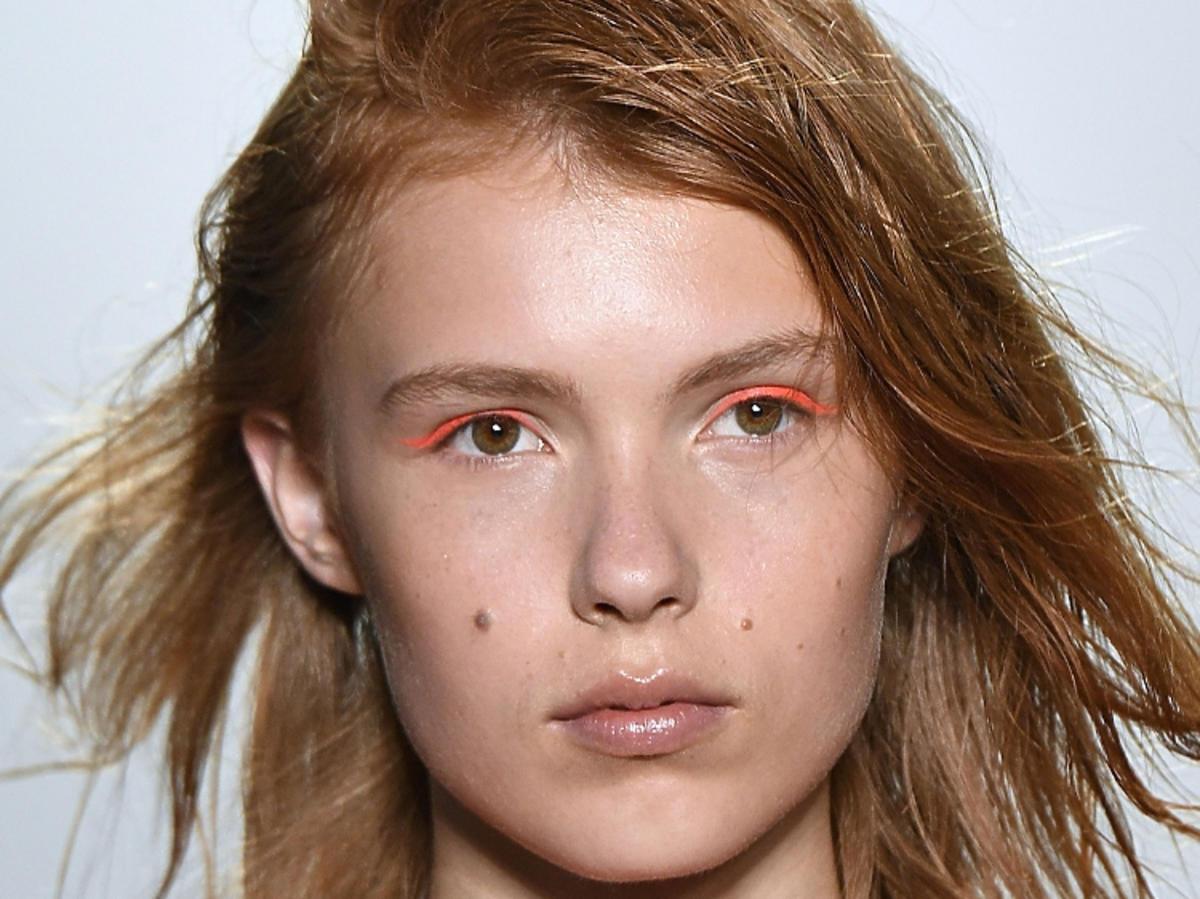 Neony na powiekach - trendy w makijażu na wiosnę 2019, Zero Maria Cornejo