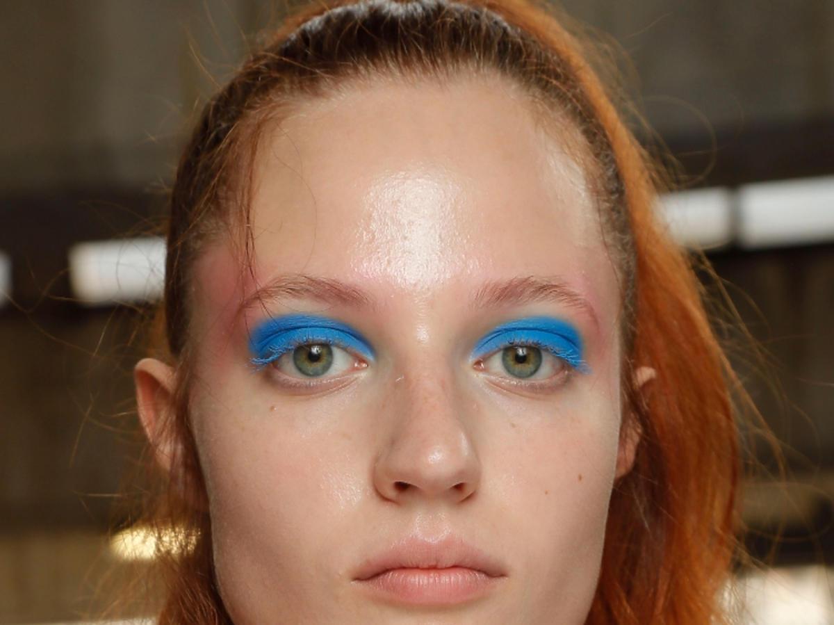 Niebieski makijaż oczu wiosna 2019 Byblos