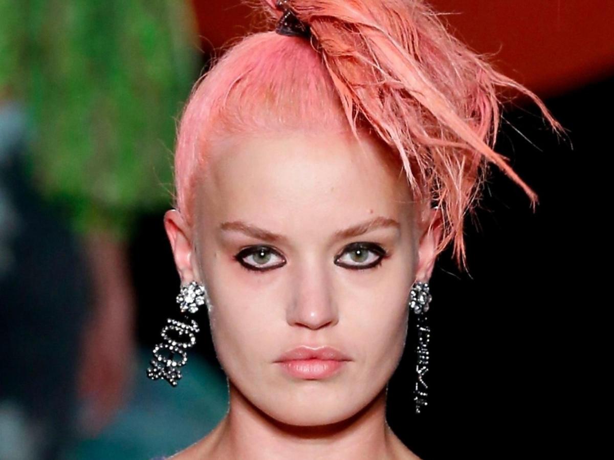 Trendy w makijażu na wiosnę 2019: kreska wokół oka/Ashley Williams