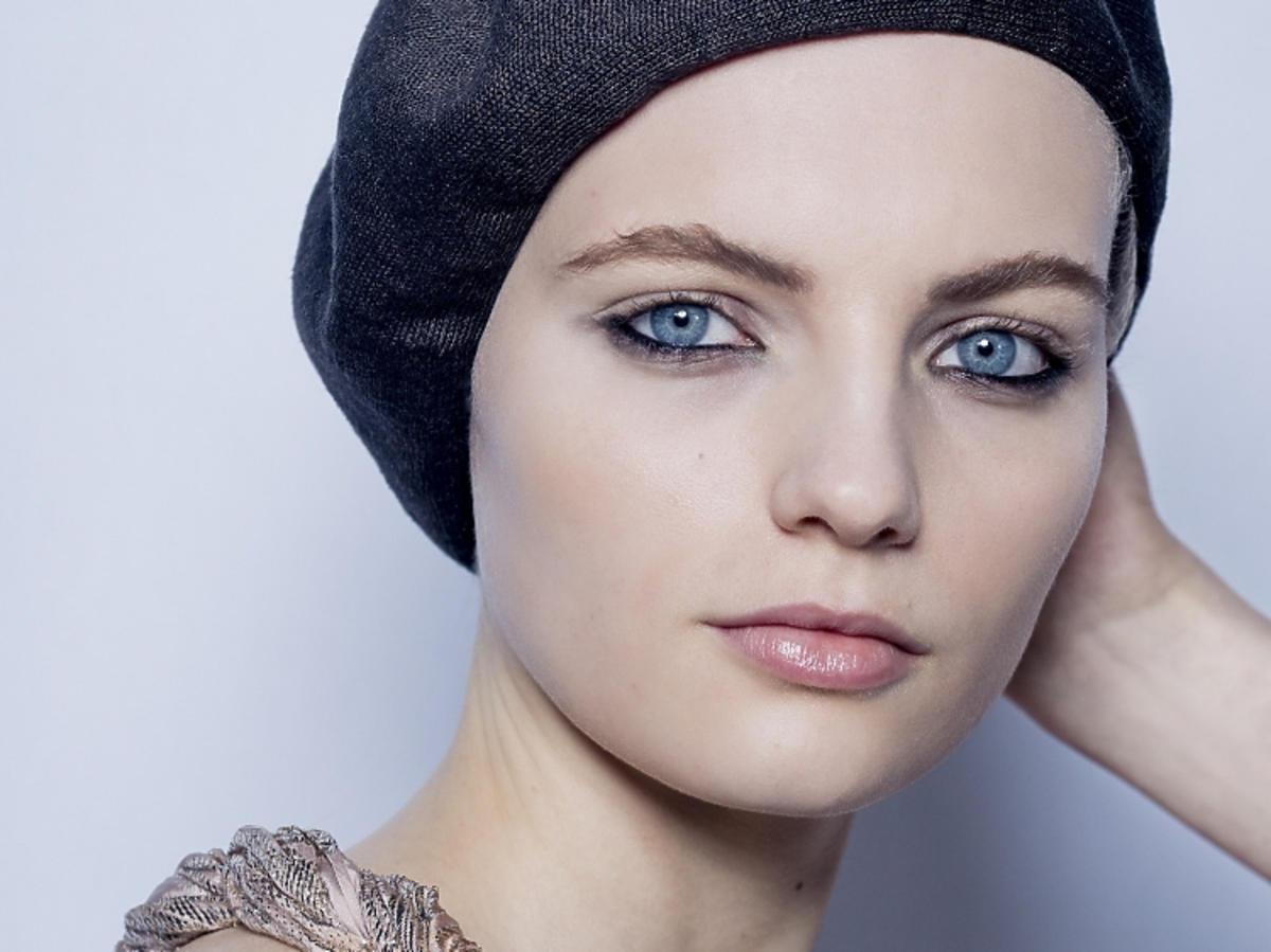 Trendy w makijażu na wiosnę 2019: kreska wokół oka/Dior