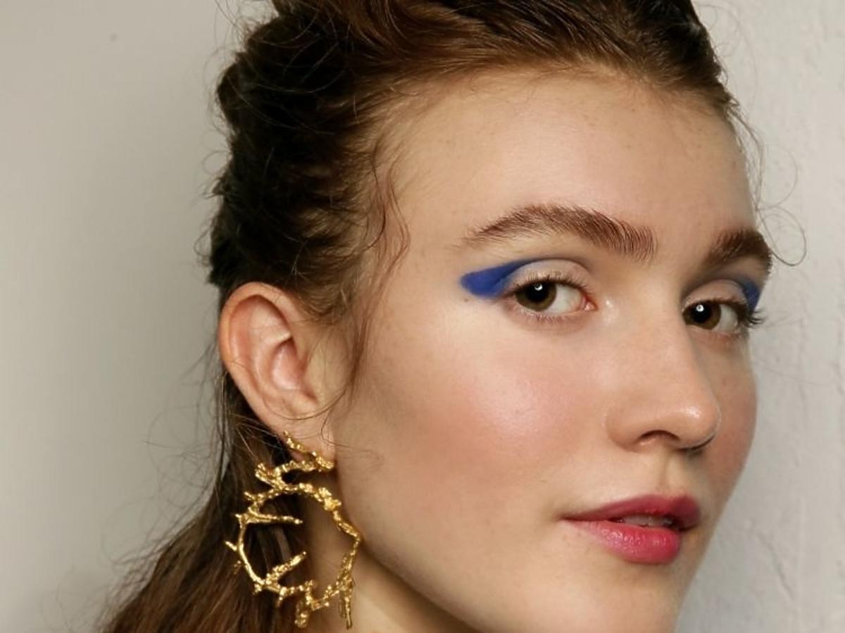 Trendy w makijażu na wiosnę 2019: niebieskie oko/Paul Costelloe