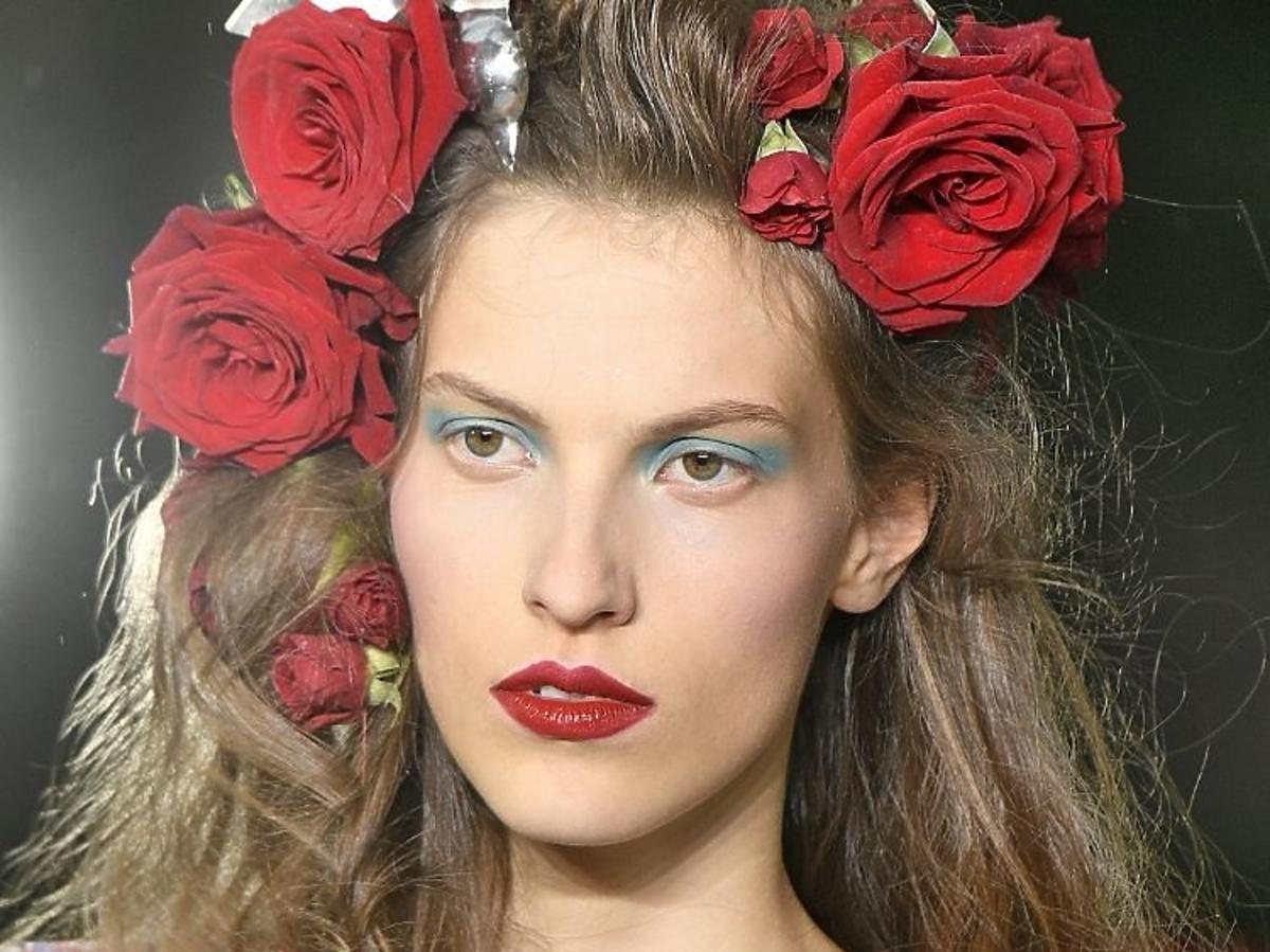 Trendy w makijażu na wiosnę 2019: niebieskie oko/Rodarte