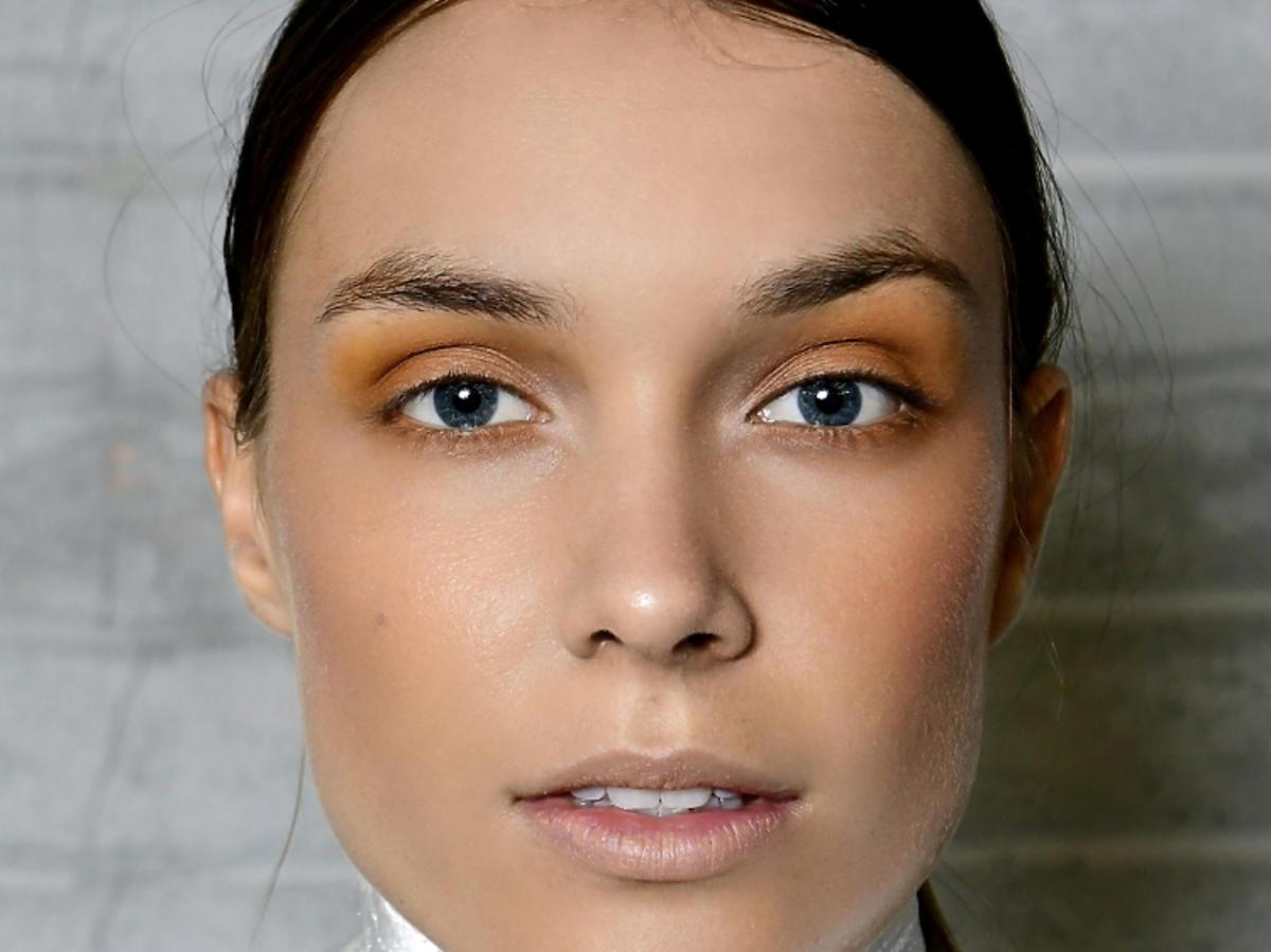 Trendy w makijażu na wiosnę 2019: pomarańczowe oko/Alberto Zambelli