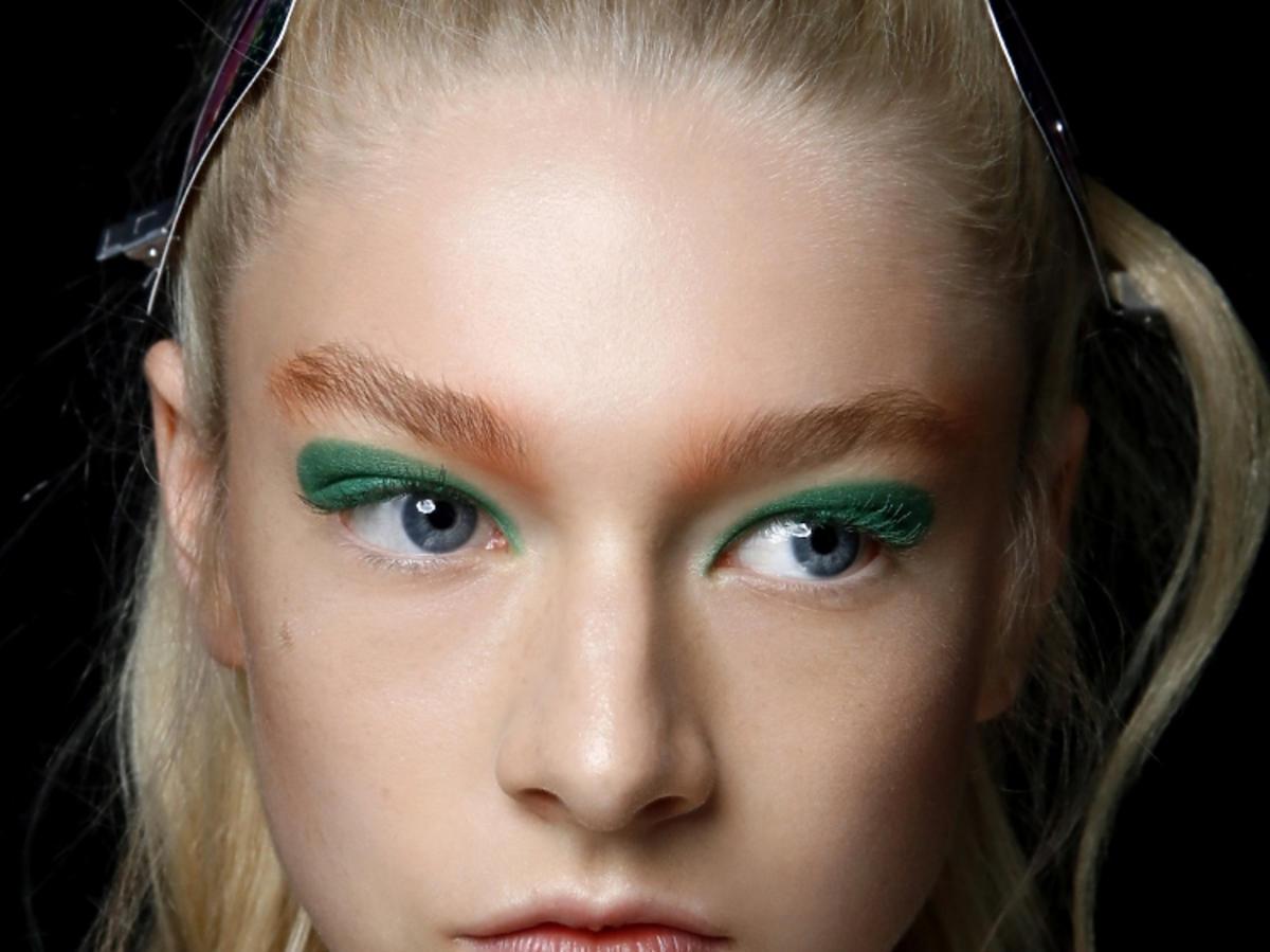 Trendy w makijażu na wiosnę 2019: zielone oko/Byblos